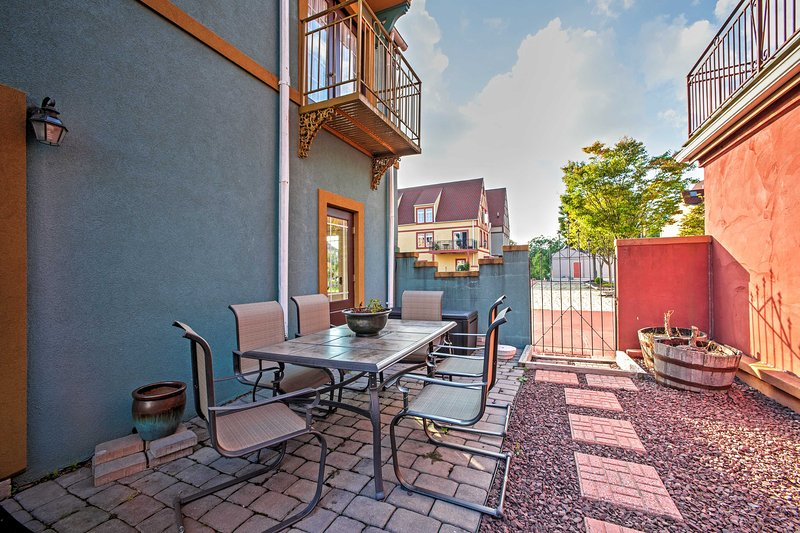 With a lovely private patio and an all-around beautiful, tranquil location, this vacation rental home guarantees a revitalizing retreat!