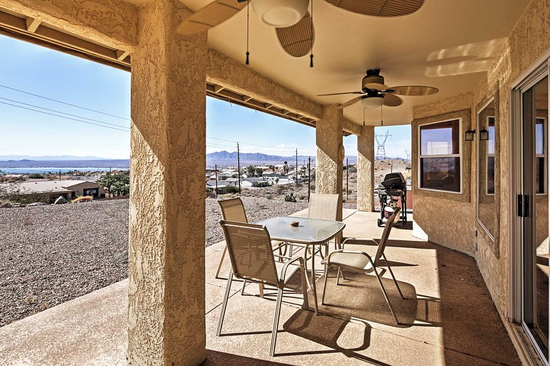 Pack your bags and round your group up for a memorable retreat to this attractive Lake Havasu City vacation rental house!