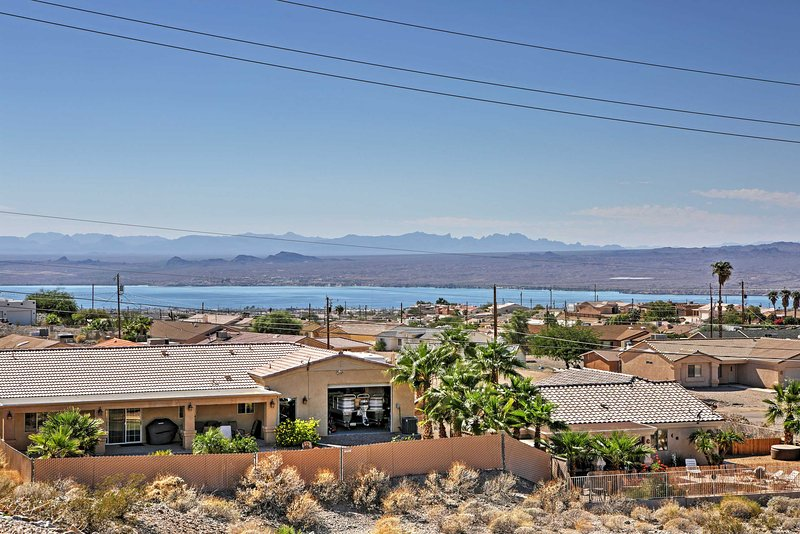 Leave the colder weather behind for a sunny retreat to this magnificent Lake Havasu City vacation rental home!