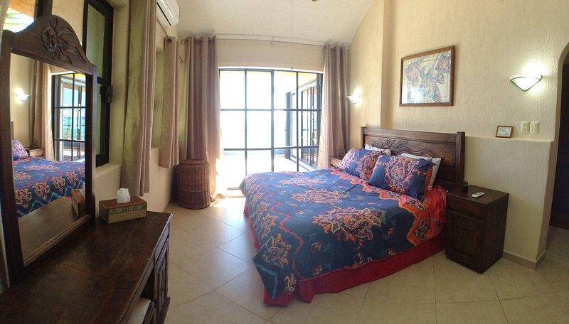 Arriba, Master-suite del Norte con terraza privada, baño y vistas !!!