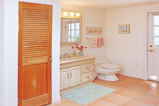1 ° piano bagno comprende lavatrice e asciugatrice, armadi e l'uscita per eseguire il cantiere