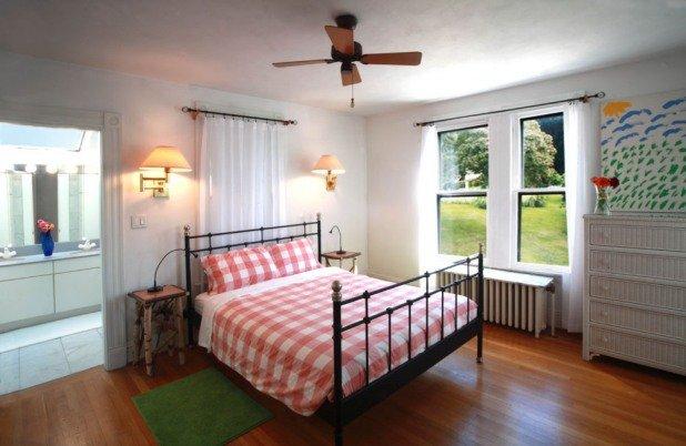 La camera da letto matrimoniale 2 ° piano ha un bagno completo e meraviglioso fiume e sulla proprietà