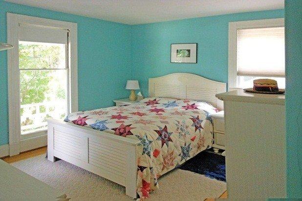 Bella piena di sole camera da letto 2 ° piano con vista sul fiume e vicino al bagno per gli ospiti