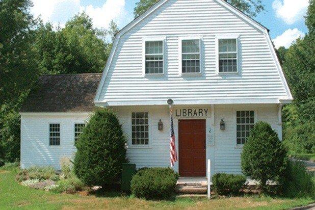 Una libreria storico si trova alla fine della strada - grandi libri e ambiente delizioso