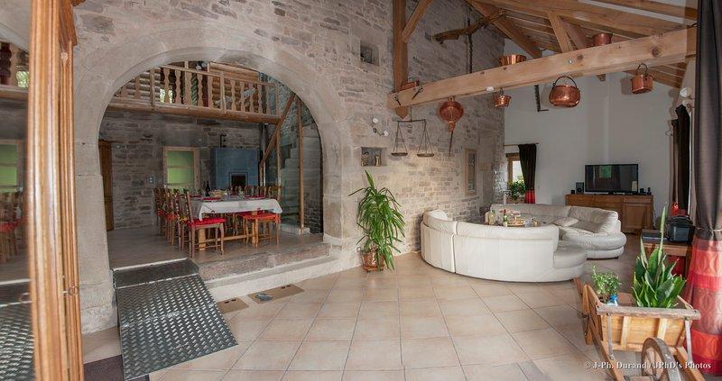 MAISON INDIVIDUELLE IDEALE POUR UNE GRANDE FAMILLE, Ferienwohnung in Mailleroncourt-Saint-Pancras