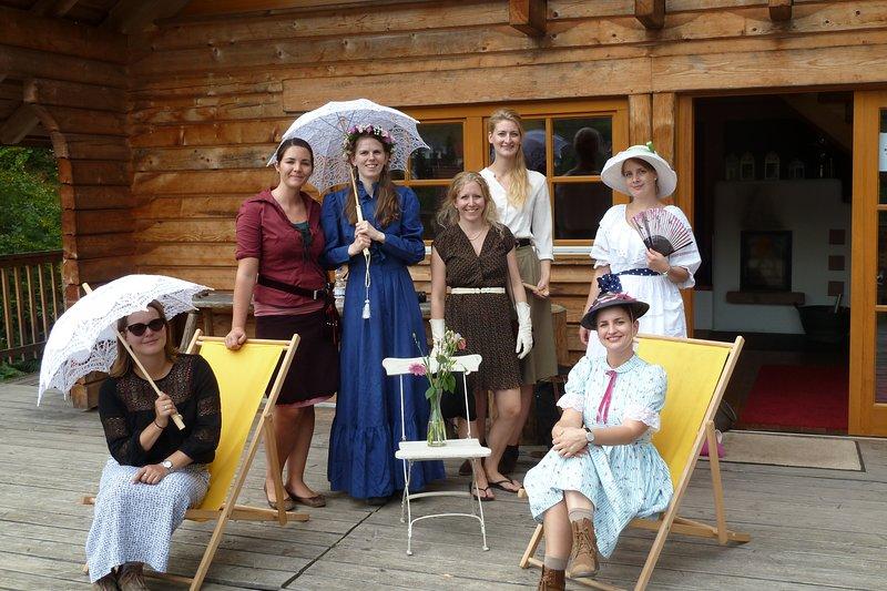 7 grandes femmes éprouvent le JGA dans la Forêt Noire Lodge à Schenkenzell