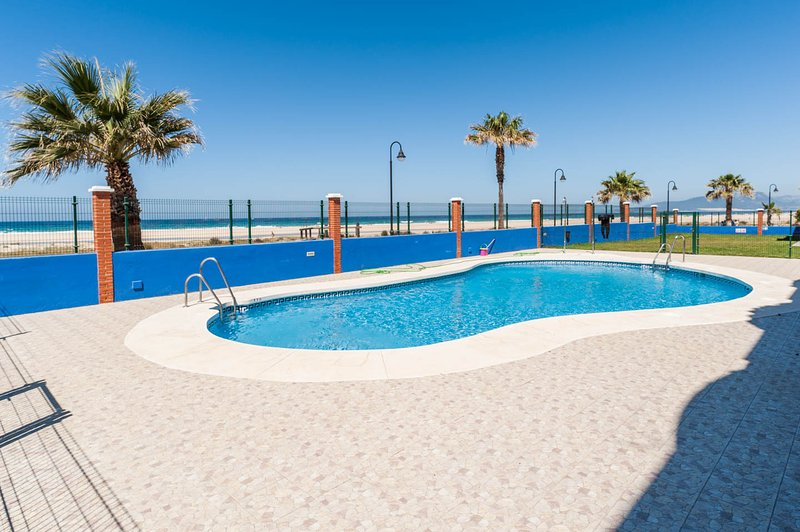 Tarifa front beach apartment (private wi-fi), holiday rental in Tarifa