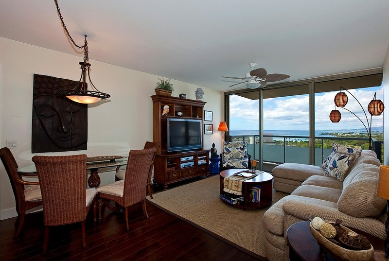 Waikiki Watermark - Open floor plan with an ocean view
