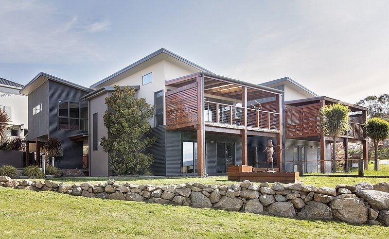 Ned Kelly's Retreat - Sophisticated style with modern convenience and magical ou, holiday rental in Jindabyne