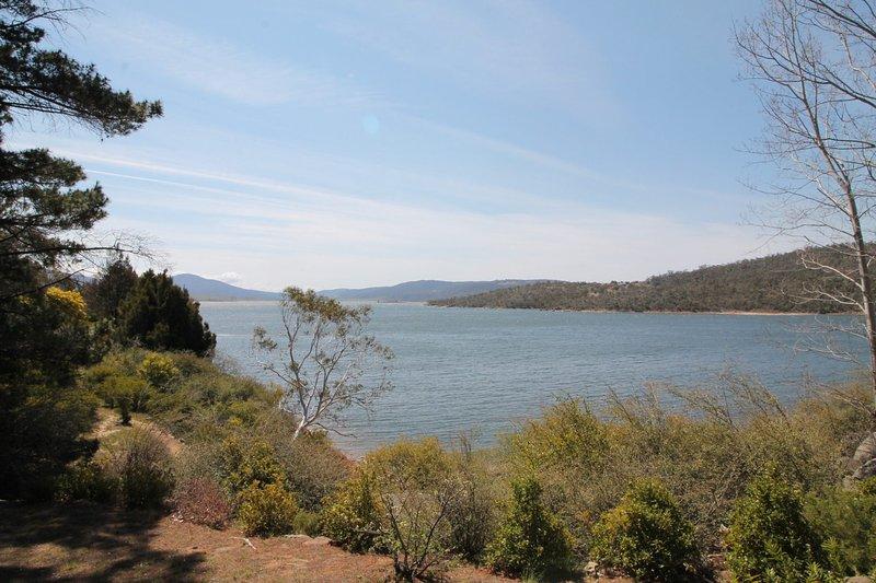 Seeblick 2 on Lake Jindabyne, holiday rental in Berridale