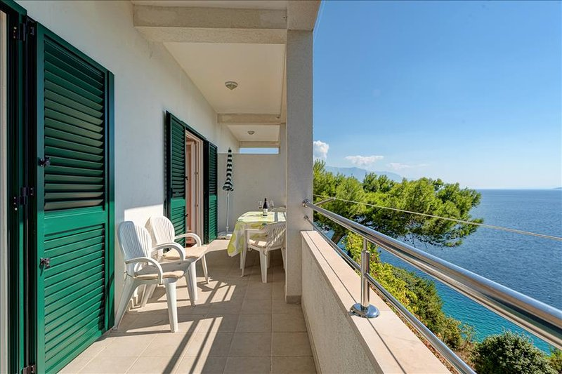 Comfort two bedroom apartment with balcony and sea view, location de vacances à Kucice