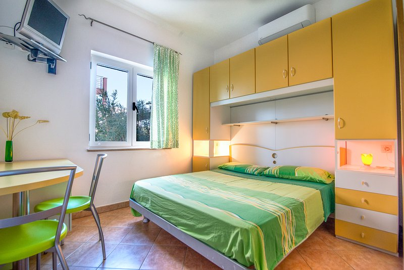 Room Lucy & Kety LUN,Pag, casa vacanza a Lun