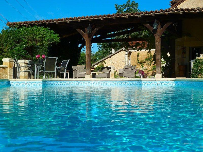 piscina privada, aquecida por painel solar.