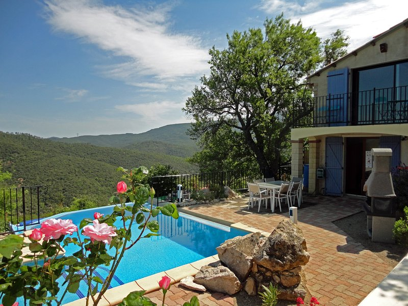 House heated pool and exceptional view