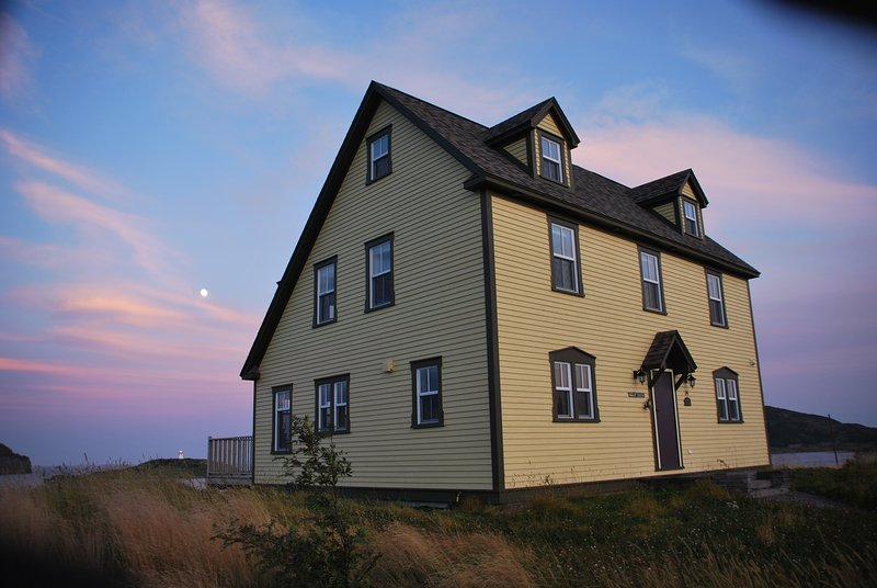 COMMANDER'S KEEP VACATION HOME: TOO BAD! DUE TO      COVID-19, CLOSED for 2020!!, holiday rental in Newfoundland and Labrador