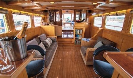 Stay on board our beautiful Motor Yacht Seafin, casa vacanza a Bursledon