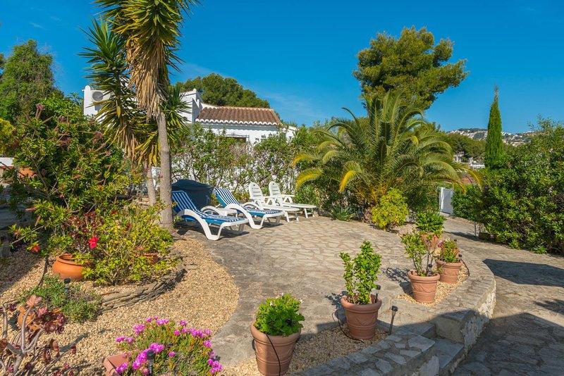 Villa Rosa, Moraira - Detached Villa in quiet location. 10 min. Walk to beach., aluguéis de temporada em Moraira