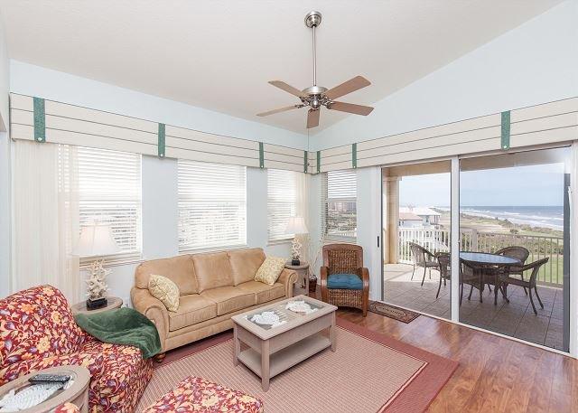 Top Floor Penthouse Oceanfront Beauty 461 - Best views in the community!!, location de vacances à Palm Coast
