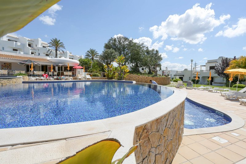 Vicina Pool & Snack Bar 30 metri lontano