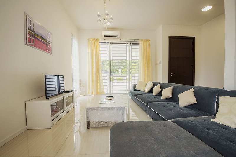 Living hall with high ceiling, aircon, 32inch TV with Astro Njoi, cosy sofa, coffee table