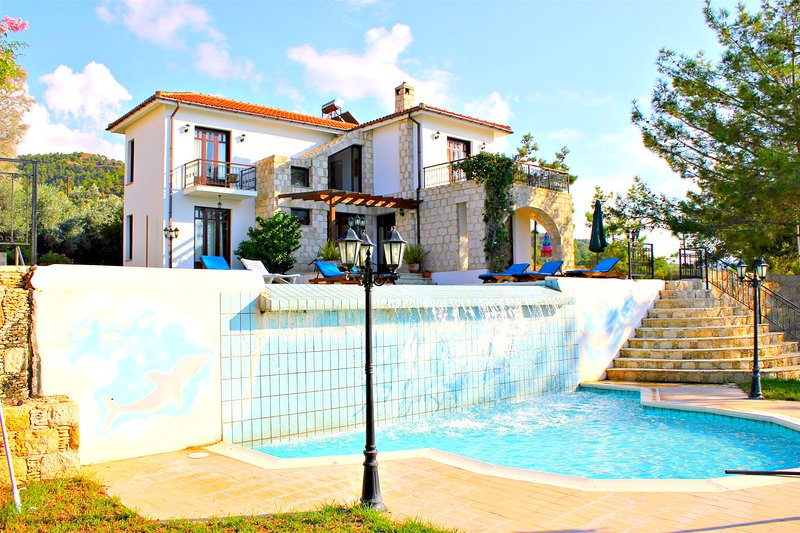 Argaka -4 Bed Luxury Villa- Sea View- Private Pool, holiday rental in Argaka