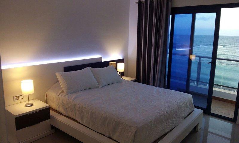 Apartament in first sea line (WiFi+A/C), holiday rental in Puerto del Rosario