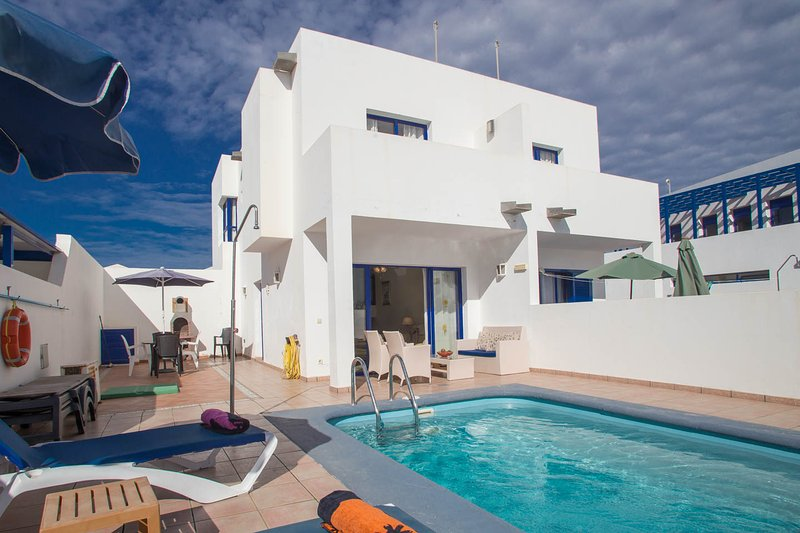 Casa Roper - Lovely villa close to Marina Rubicon, vacation rental in Playa Blanca