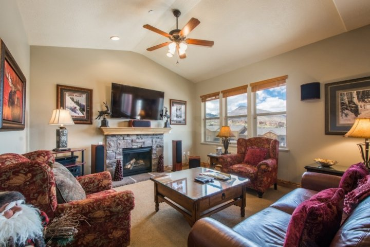 3,200 square foot home is perfect for families & weekend travelers.