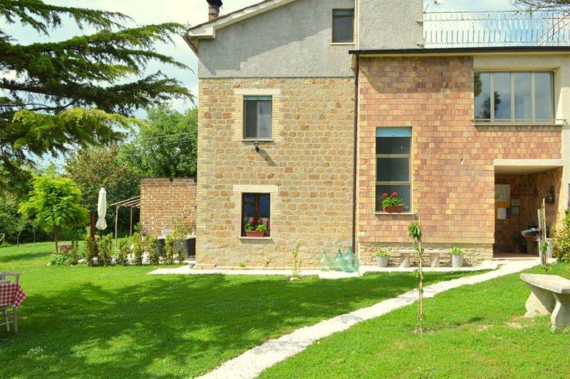 Villa Pilotti Country house & verhuur vakantie-appartementen Le Marche, vacation rental in Montefalcone Appennino