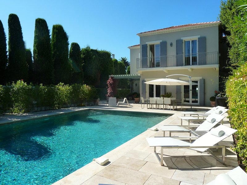 Villa in so called 'bastide' style surrounded by terraces and (heated) pool