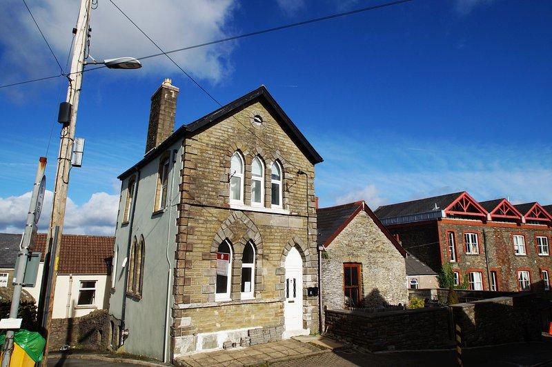 Old Parish Apartment in Llantrisant - 414973, holiday rental in Llantrisant