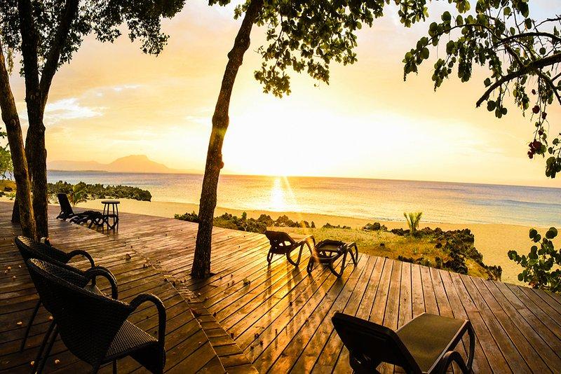 Luxury 3BR / 3BA Hispaniola Beach Oceanview Condo, location de vacances à Sosua