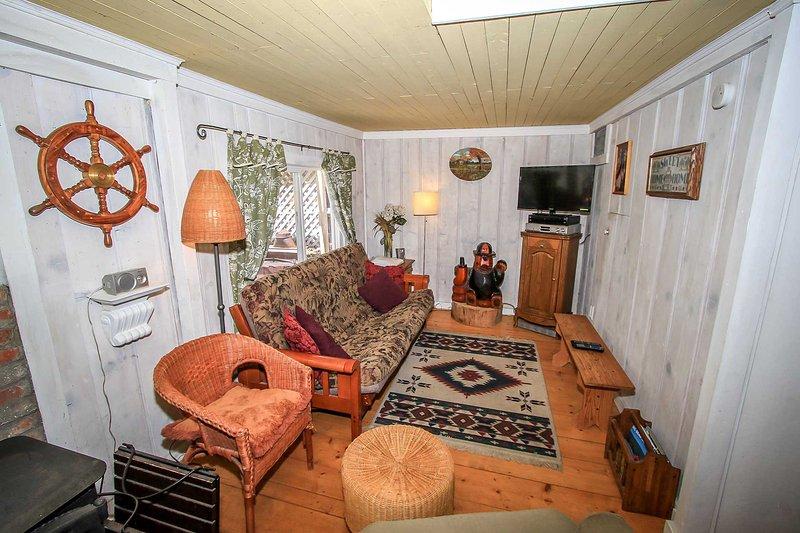 Living Room Furnishings (Full Size Futon)
