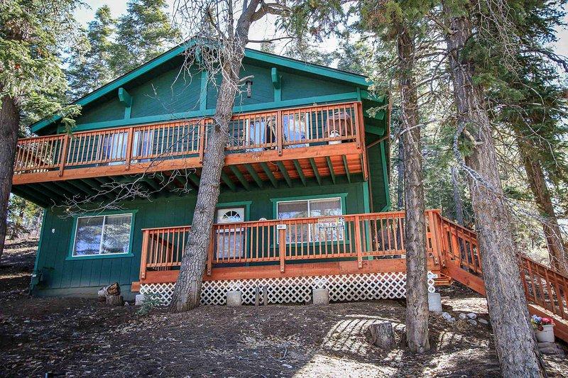 Building,Cabin,Shelter,Cottage,Deck