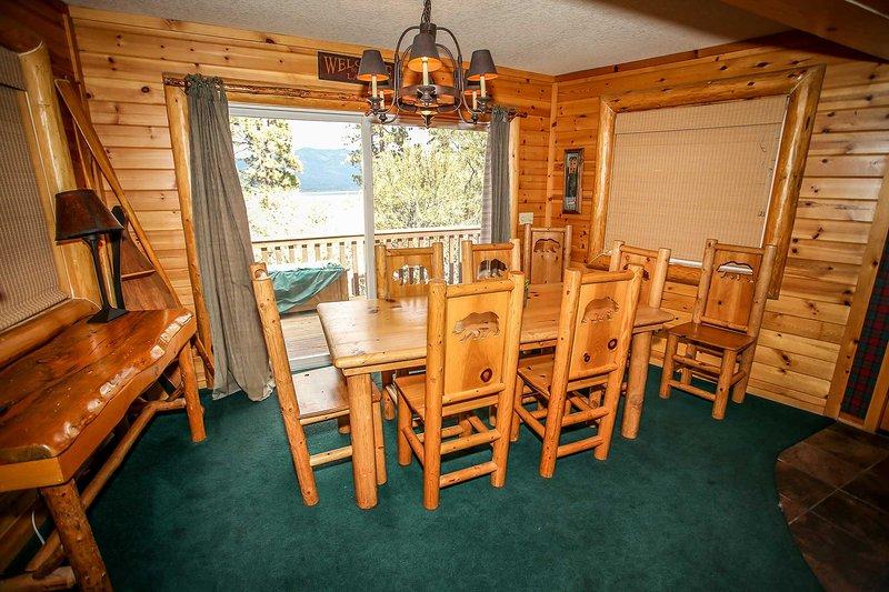 Sala de jantar com acesso ao convés