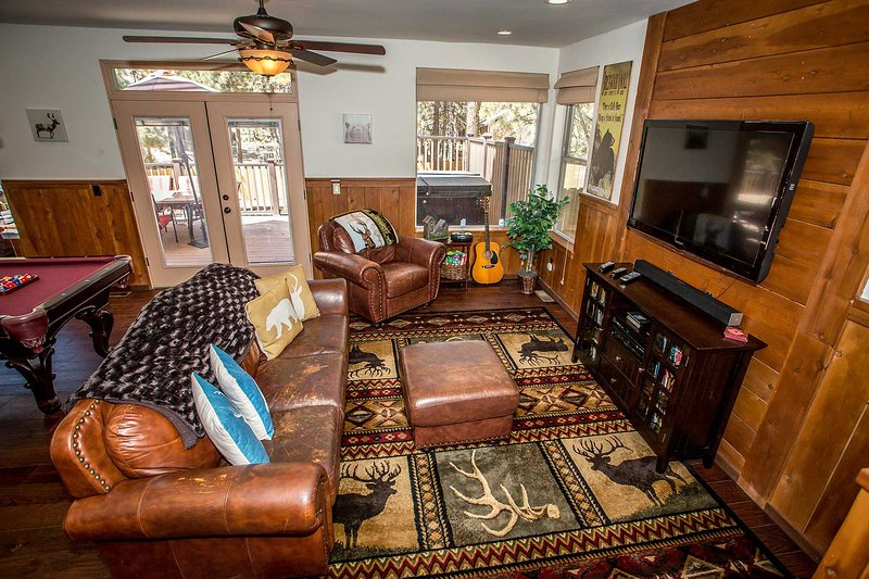 Indoors,Room,Couch,Furniture,Entertainment Center