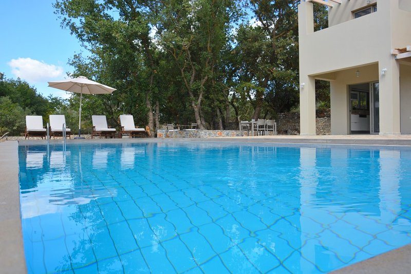 Beautiful two bedroom villa with pool and privacy, holiday rental in Vamos