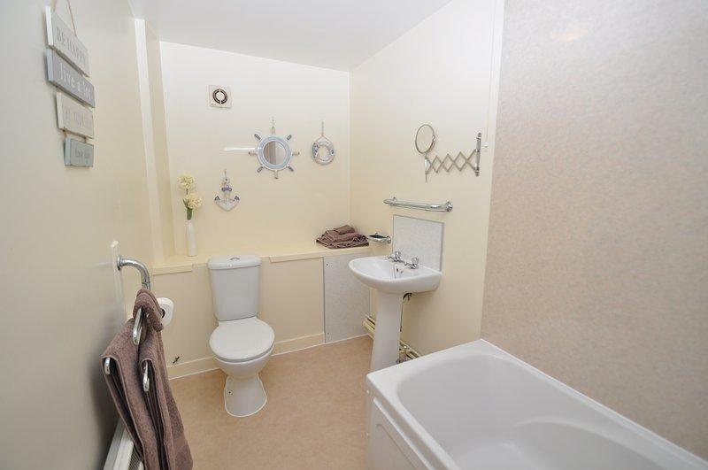 Full Bathroom , shower over bath