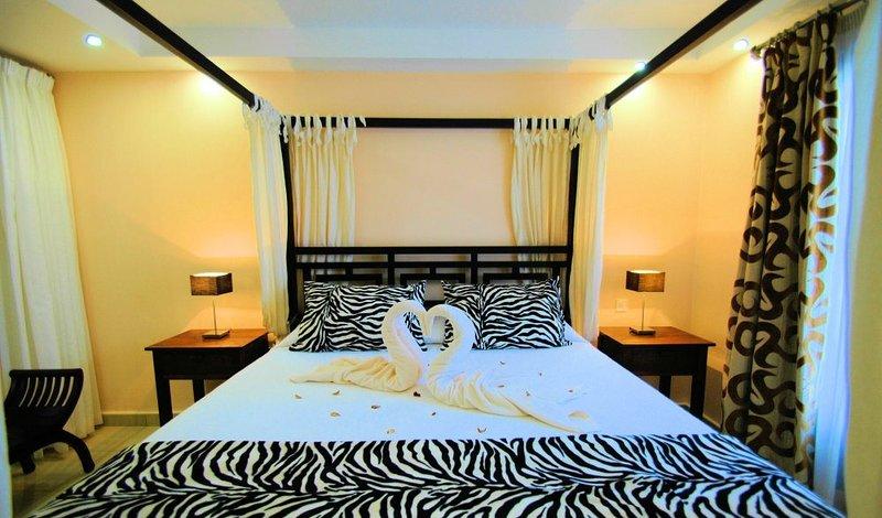 Dormitorio con Dosel y terraza vistas al mar