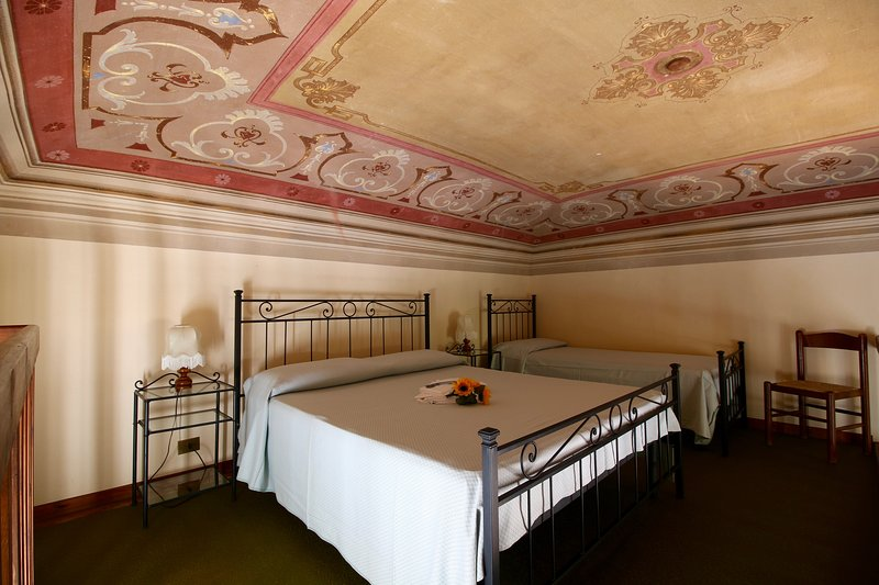 Sleeping area with frescoed ceilings