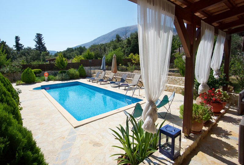 Villa Stefania close-by Agia Efimia, With Private Pool, Quiet Location, Privacy, aluguéis de temporada em Agia Efimia