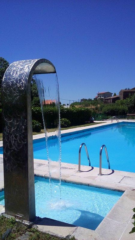 Piscina publica (aberta no verão) 2€ a entrada Public pool (open in summer) 2€ entrance