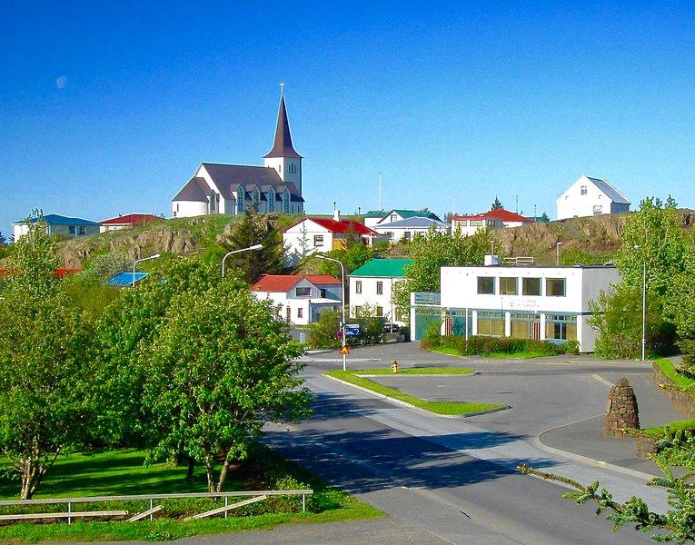 Las agradables Borgarnes pequeña ciudad. Museos, tiendas de comestibles (10 min en coche)