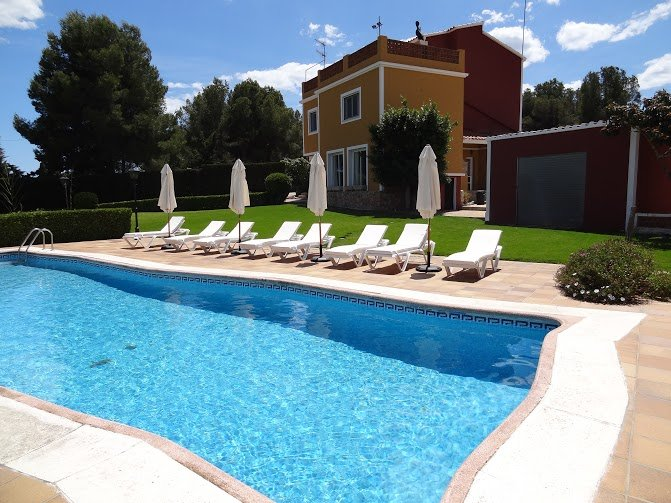 Private Tennis, Volleyball, Sauna, 3000m2 Garden, Half/Full Board on request, vacation rental in Cubelles