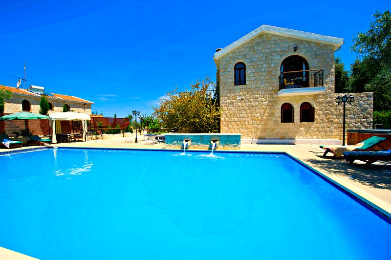 Argaka - Outstanding Villa - Large Pool - Jacuzzi, vacation rental in Limni