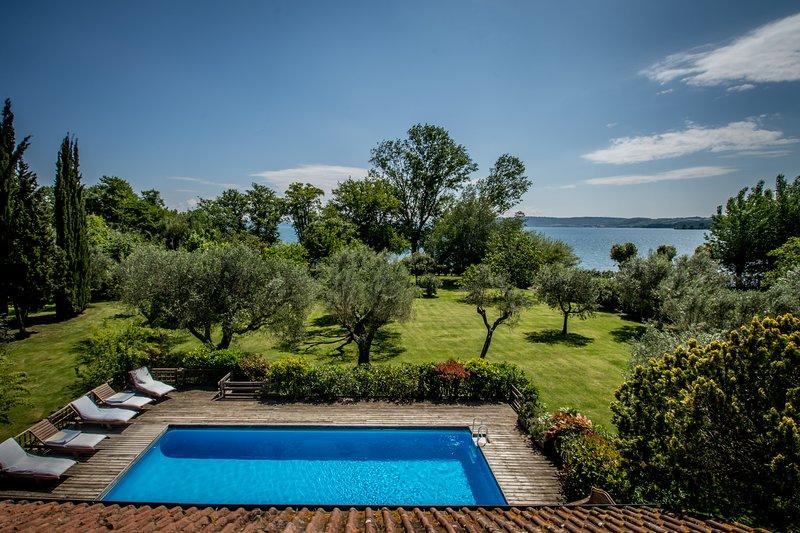 La spiaggetta:unique location on the lake shore, holiday rental in Manziana