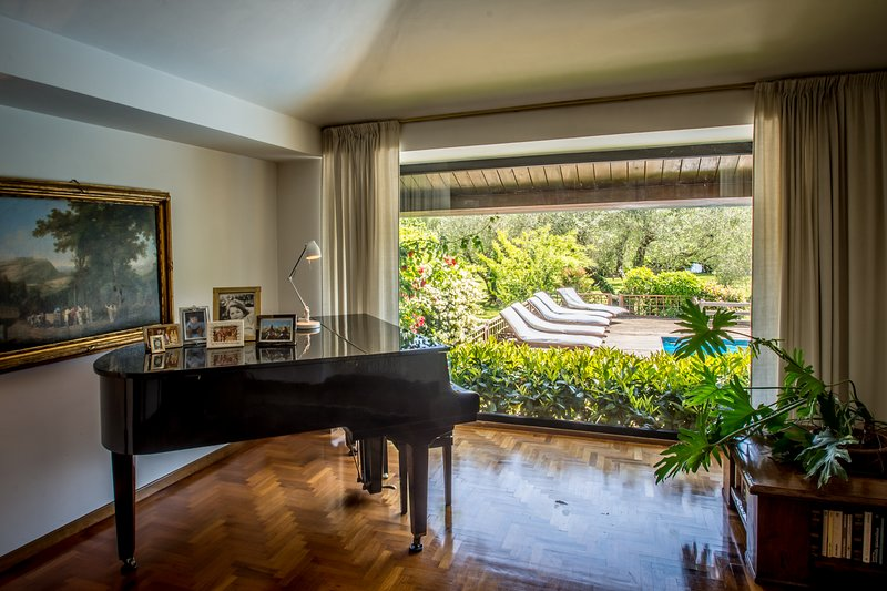 The piano in front of the glass wall