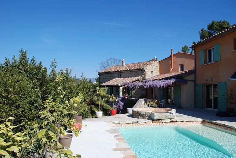Chambres d'hôtes Sud Ardèche piscine spa, location de vacances à Joyeuse
