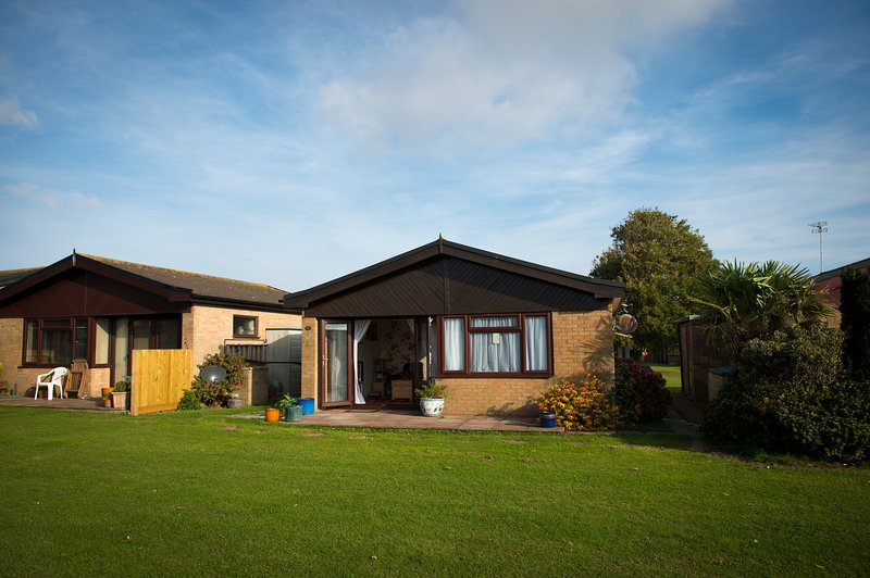 2 bedroom bungalow in a holiday park, holiday rental in Dover