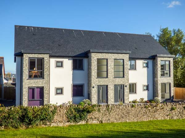 CYSGOD Y CAPEL, luxurious apartment, sea views, in Benllech, Ref. 934824, vacation rental in Benllech